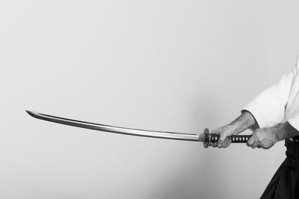 刀を持つ人